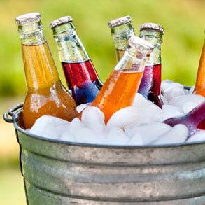 ¿Fabricar tu propio hielo o comprarlo ya preparado?