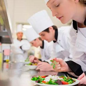 Beneficios de una escuela de hostelería para su negocio