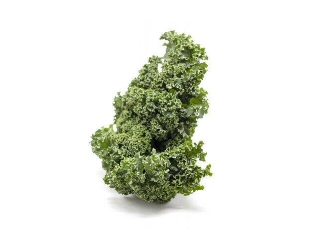 Col Kale. Es muy usada para preparar batidos vegetales o preparada a la plancha.