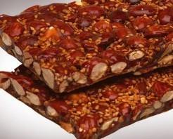 Turrones Gourmet.Exquisita mezcla de almendras Marconas enteras tostadas con piel, azúcar caramelizado y sésamo
