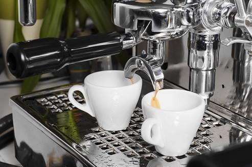 Tazas y máquina. El mejor café