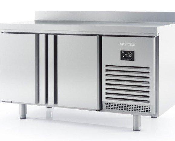 Mesa refrigerada. Mesa de refrigeración de 1,5m y 2 puertas.