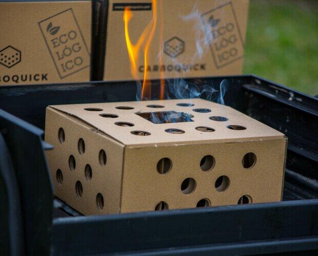 Carbón Vegetal.Enciende las pestañas, introdúcelas dentro de la caja. Espera 35 minutos y listo.
