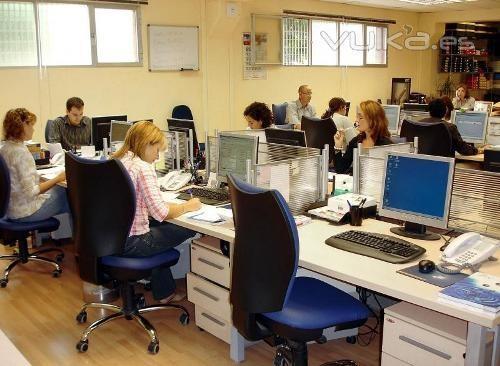 Oficinas. Distribuimos muebles y material de oficina