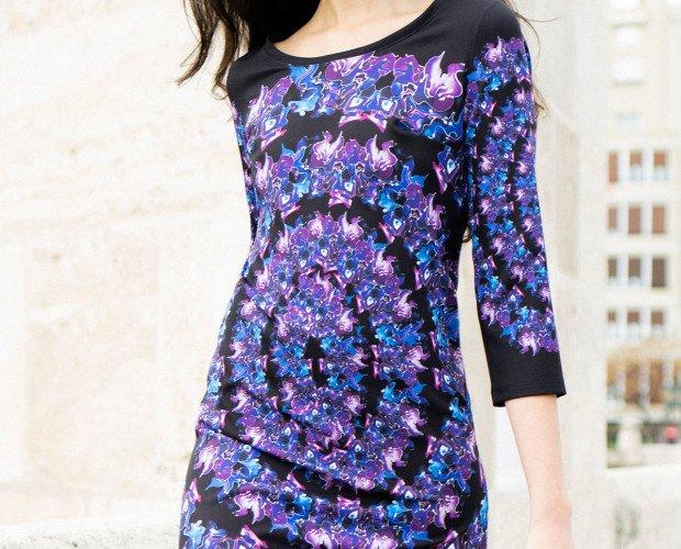 Vestido violetas. Vestido mini con manga francesa