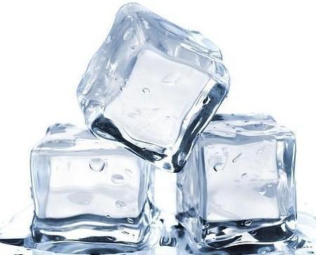 Hielo. Disponemos de hielo en cubitos, picado y escamas,