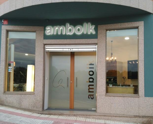 Ambolk cocina y baño. Puerta acceso showroom de cocinas y baños
