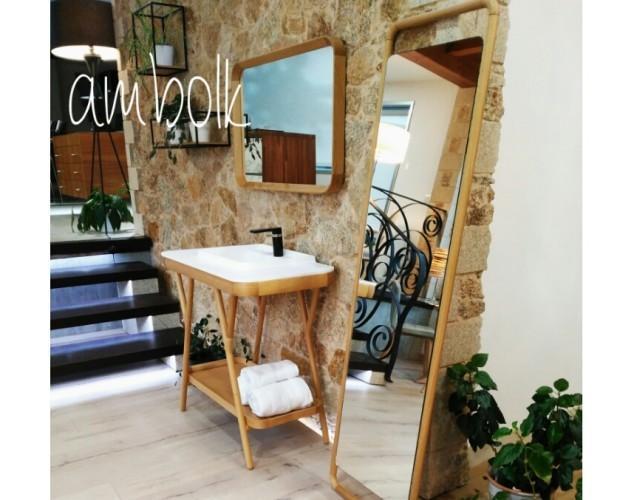 Baño exposición. Mueble de baño, espejos y estantes en roble naturd