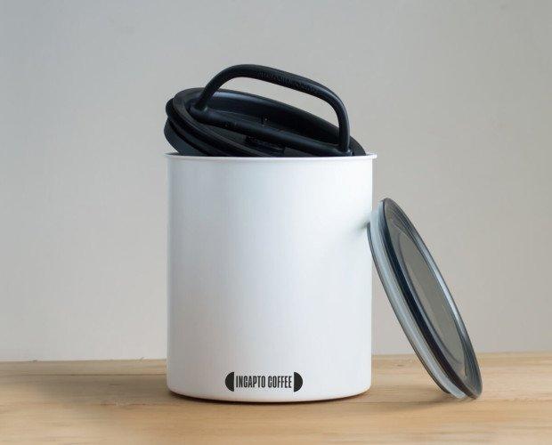 Recipiente de almacenar café. Elimina y bloquea el aire para preservar y proteger la frescura y el sabor del café.