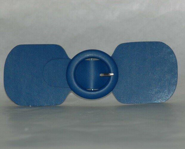 Aplique de moda MManual. Aplique de polipiel con hebilla forrada en el mismo material.