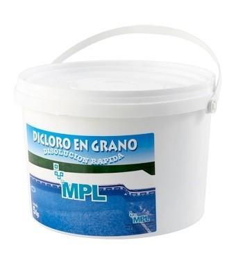 Im genes de mediterr nea de productos de limpieza for Productos de limpieza de piscinas