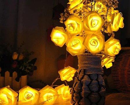 Flor nocturna . Flor luminosa en color amarillo