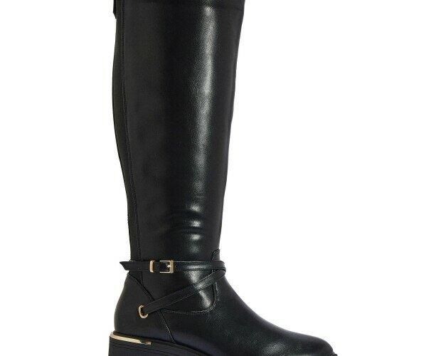 Botas clásicas. Elegantes y clásicas botas de mujer. De piel y en negro.