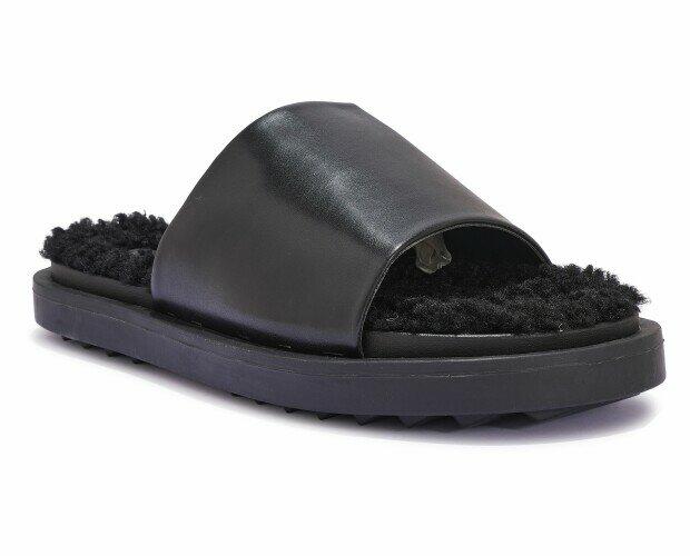 Sandalias de piel. Sandalias planas de piel y algodón.