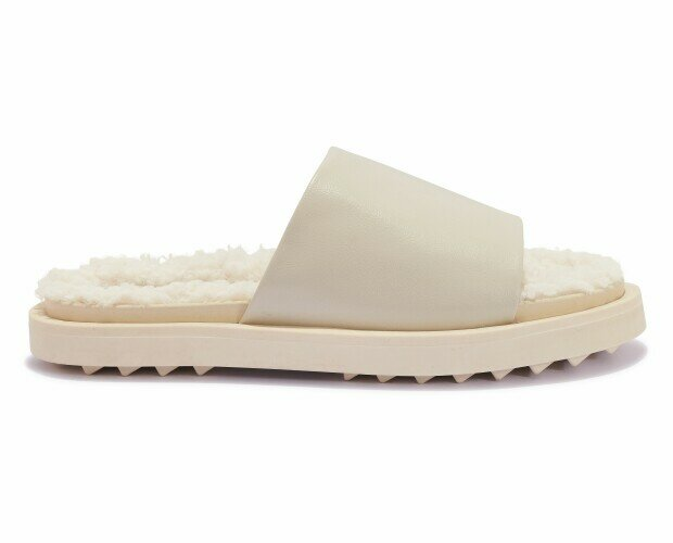 Sandalias de piel. Sandalias de piel y algodón. Color beige.