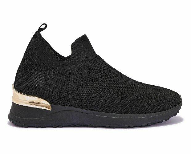 Zapatillas deportivas de mujer. Zapatillas deportivas de mujer en negro y dorado.