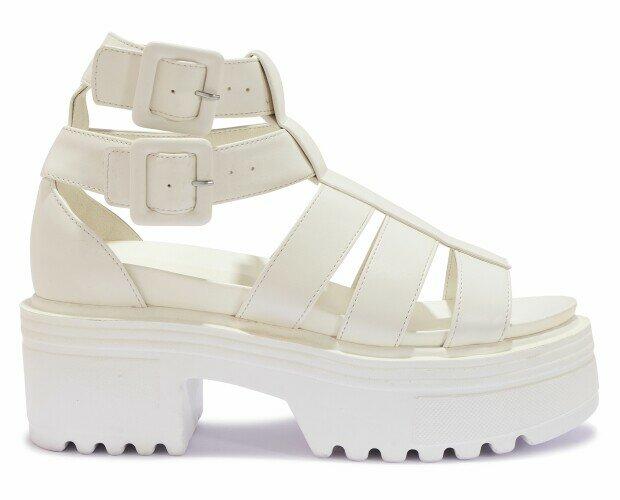 Sandalias de plataforma. Sandalias de plataforma de mujer. De piel y en blanco.