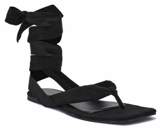 Sandalias planas con tiras. Sandalias planas de mujer con tiras y en negro.