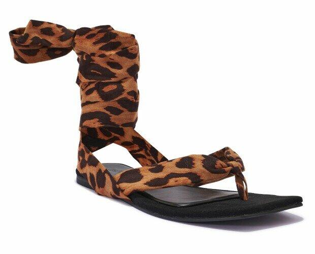 Sandalias planas con tiras. Sandalias planas de mujer. De leopardo y con tiras.