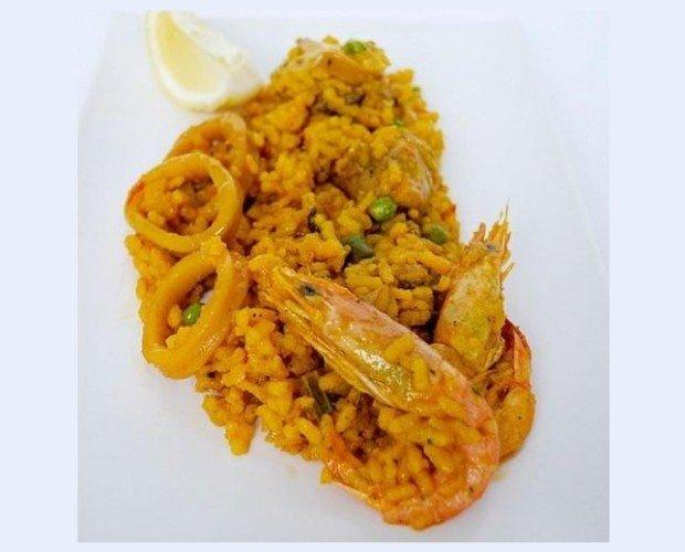 Paella mixta. Verduras, carne y marisco se ponen de acuerdo para protagonizar este plato