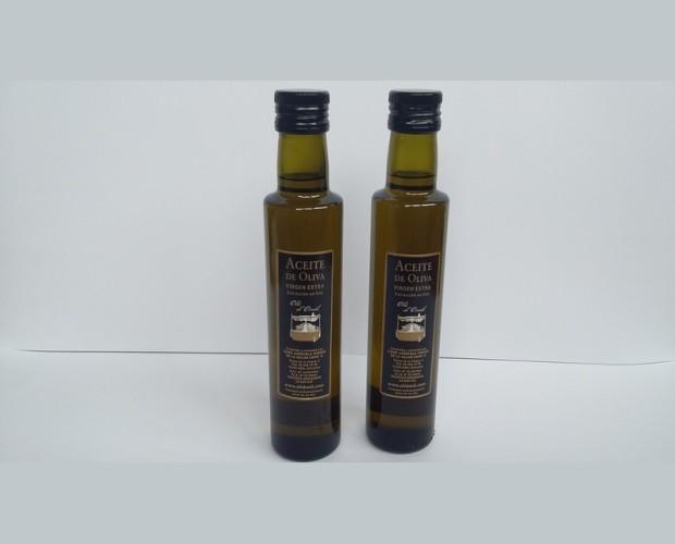 Aceite de oliva virgen extra. Aceite de oliva en botellas
