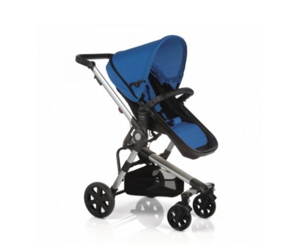 Coche para bebé. Comodidad para un paseo familiar