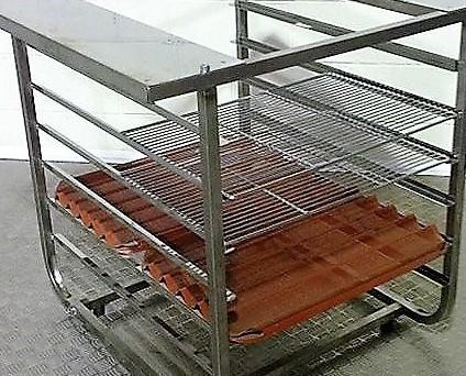 Mesa en acero inoxidable . Mesa para todo tipo de hornos: 3-4-5 bandejas