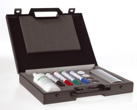 Maletín para conferencias. Incluye rotuladores, borrador magnético, portarrotuladores, aerosol e imanes