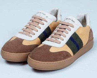 Sneaker. Sneaker en serraje, con cinta personalizada.