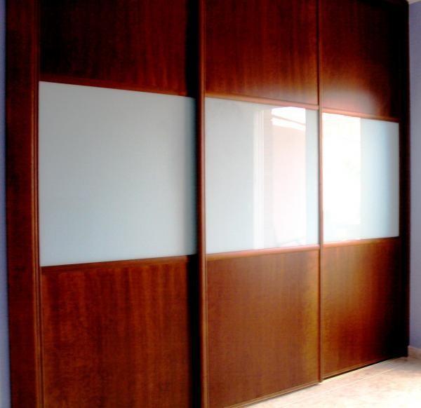 Puertas correderas. Variedad de colores y acabados