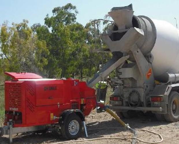 Camión con cemento. Ofrecemos todo tipo de maquinaria para la construcción