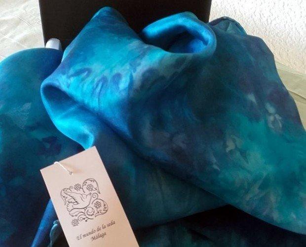 Regalos Publicitarios.Pañuelo cuadrado seda natural pintado a mano bodas