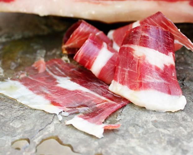 Jamón Diamante Negro. Disponemos de jamón, paleta, lomo, embutidos y carnes nobles.
