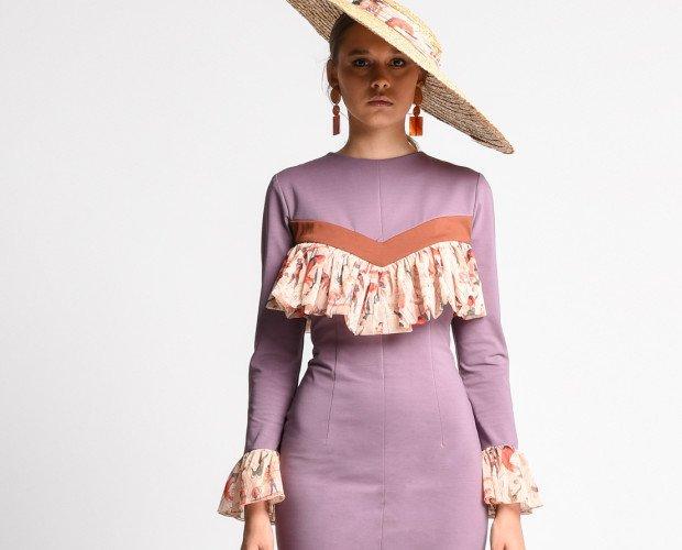 AMAZONA. Vestido entallado realizado en tejido bielástico. Con volante de tul en mangas y pecho. PVP 147,00€