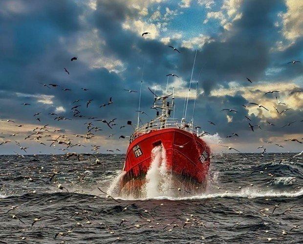 9896E1E4-867C-4479-9390-7BA2CC52579D. Uno de nuestros buques, el Brisan, faenando en el Gran Sol