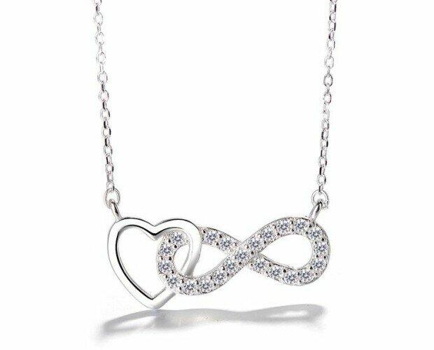 Collar infinito con Corazón. Collar con símbolo de infinito entrelazado con un corazón