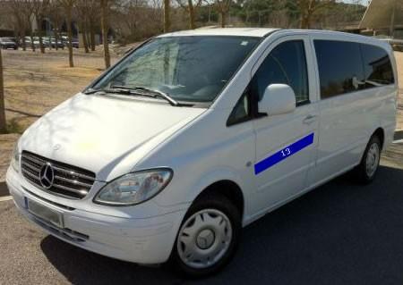 Servicios de taxi. Modernos vehículos