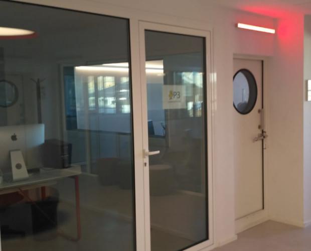 Grup Flaix Barcelona. Aislamiento acústico y acondicionamiento acústico de los diferentes box de radiodifusión.