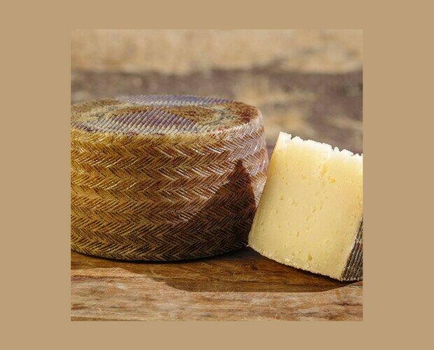 Queso de Oveja Curado. Este queso proviene del fruto al especial atención a los detalles