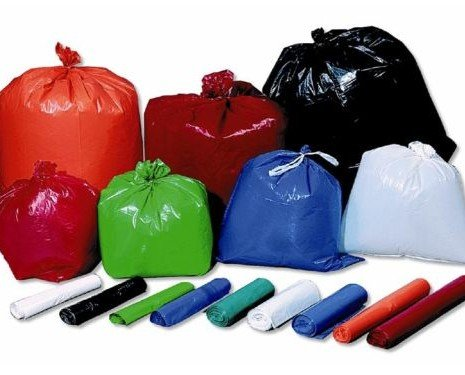 Bolsas de basura. Bolsas de basura de diferentes tamaños, galgas y colores