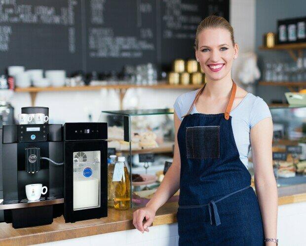 Cafeterías. Cafeteras automáticas con leche fresca para bares y cafeterías