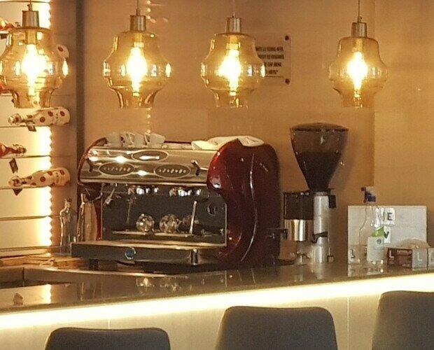 Alquiler de Maquinaria para Hostelería. Alquiler de Cafeteras Industriales. Máquinas de café para cafeterías y restaurantes de hoteles.