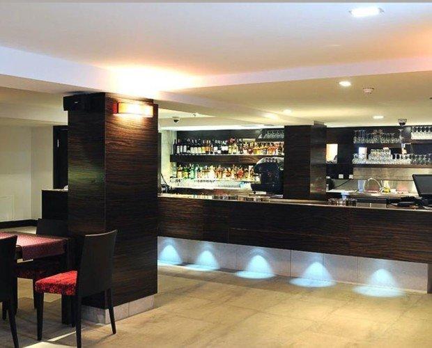 Decoración interior de restaurante. Reforma y rehabilitación del sector HORECA