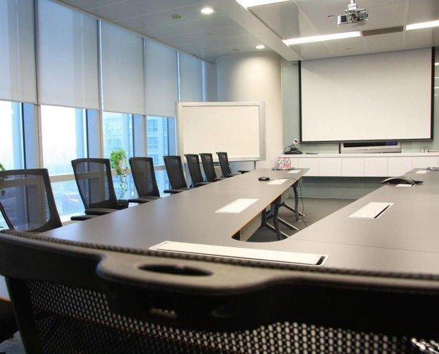 Espacios para empresas. Sala de junta impecable