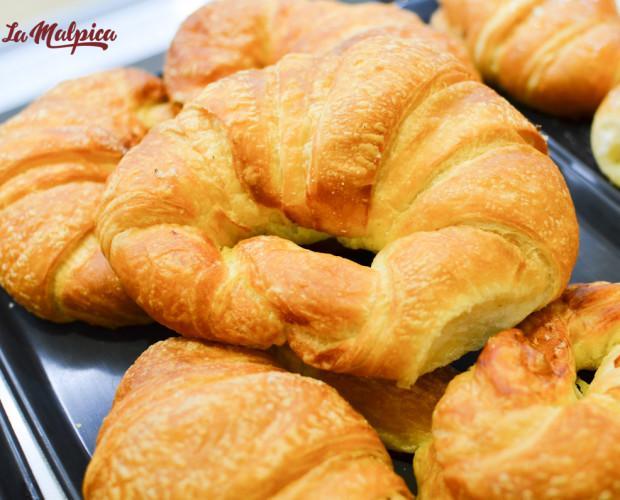 Croissants. Bollería del día