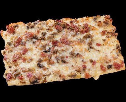 Pizza cuadrada carbonara. Delicioso sabor