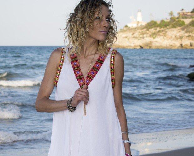 Vestido Mallorca. Vestido midi con detalles bordados. Hecho en India
