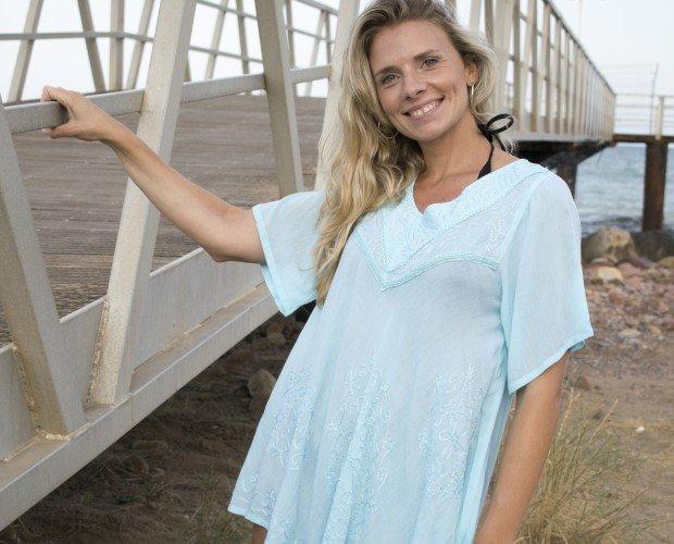 Blusas Basica. Blusa con bordados diferentes colores