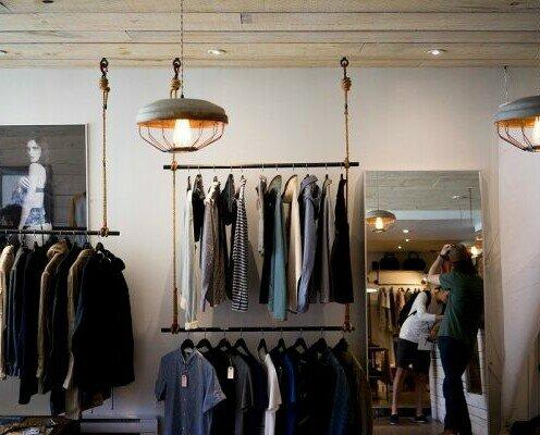 Moda outlet. Ofrecemos una amplia variedad de ropa de hombre, mujer e infantil