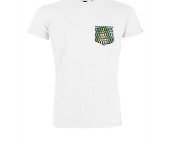 Camiseta con bolsillo. Corte moderno y estilo skater